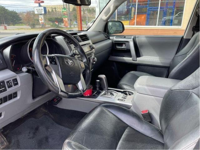 2012 Toyota 4Runner SR5 Leather/Sunroof/7 Passengers/Camera Photo17