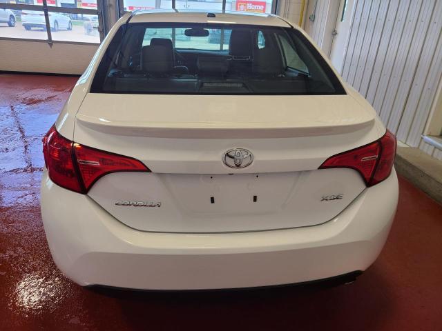 2017 Toyota Corolla XSE Photo7
