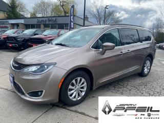 Used 2017 Chrysler Pacifica TOURING L l LEATHER l NAV l POWER DOORS for sale in New Hamburg, ON