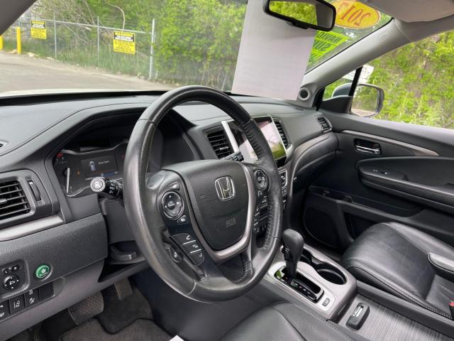 2017 Honda Pilot EX-L AWD Navigation/Sunroof /8 Passenger Photo14