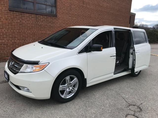 2013 Honda Odyssey Touring/8 PASSENGER