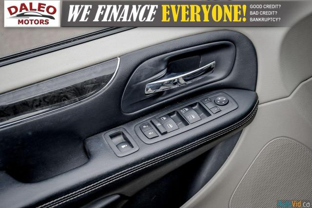 2014 Chrysler Town & Country TOURING / 7 PASSENGERS / BACK UP CAM / STOW N GO Photo16