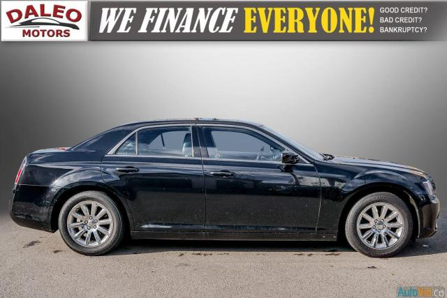 2014 Chrysler 300 LEATHER / BACK UP CAM / HEATED STEATS / PANO ROOF Photo9