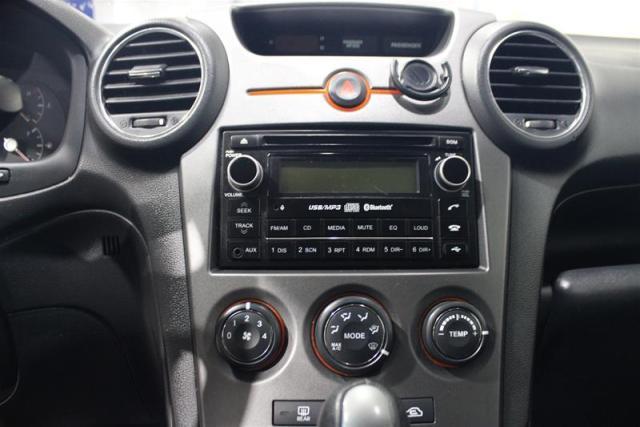 2012 Kia Rondo EX (7-seater)