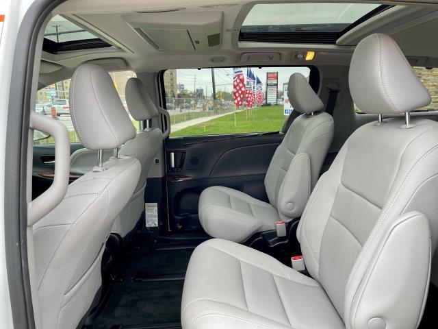 2018 Toyota Sienna Limited  AWD  Navigation /DVD /Sunroof Camera Photo11