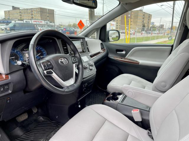 2018 Toyota Sienna Limited  AWD  Navigation /DVD /Sunroof Camera Photo10