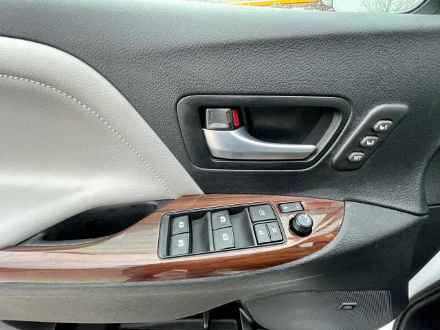 2018 Toyota Sienna Limited  AWD  Navigation /DVD /Sunroof Camera Photo14
