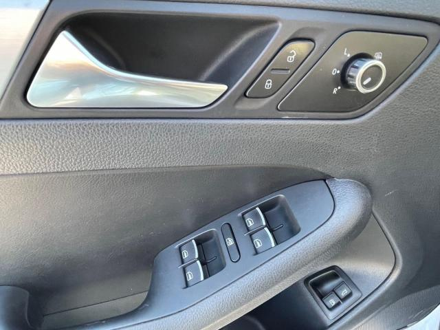 2013 Volkswagen Jetta Hybrid  Executive  Navigation /Leather /Sunroof Photo13