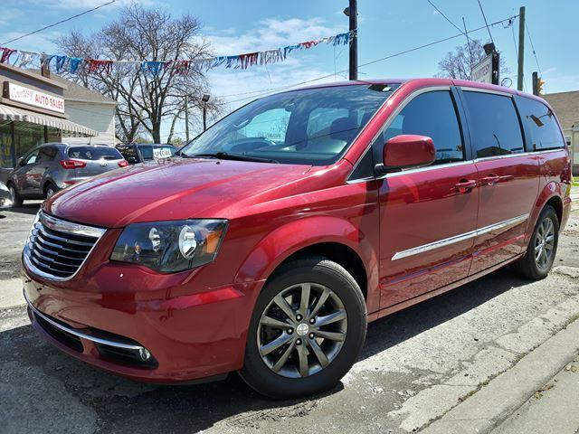 2016 Chrysler Town & Country S Htd Leather Seats & Steering Wheel Pwr Doors Dual DVD's & Rev. Cam