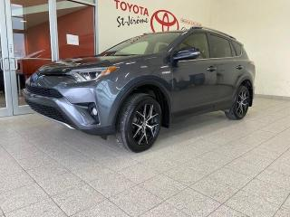 Used 2018 Toyota RAV4 Hybrid * Hybrid SE AWD * CUIR * TOIT OUVRANT * MAGS * for sale in Mirabel, QC