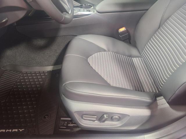 2020 Toyota Camry HYBRID SE Photo18