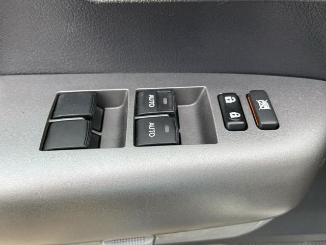 2016 Toyota Sequoia SR5 AWD NAVIGATION /SUNROOF/LEATHER/CAMERA Photo11