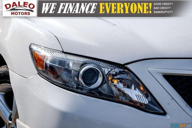 2010 Toyota Camry SE / LEATHER / MOONROOF / POWER SEATS / LOW KMS Photo2