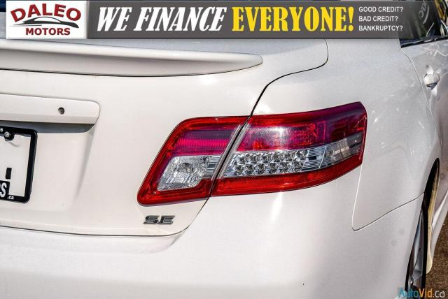 2010 Toyota Camry SE / LEATHER / MOONROOF / POWER SEATS / LOW KMS Photo10