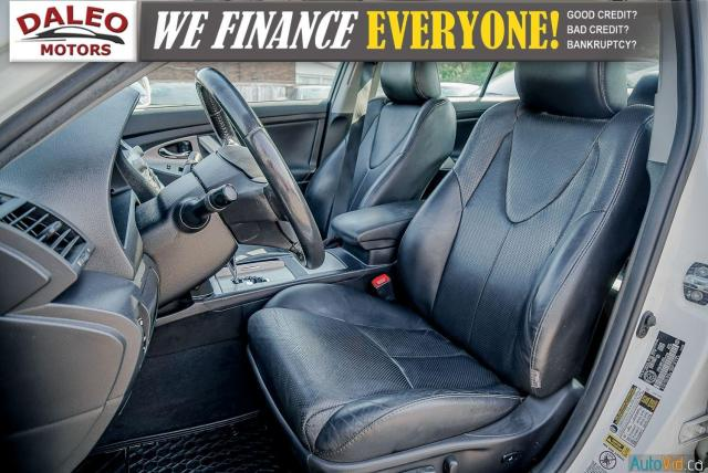 2010 Toyota Camry SE / LEATHER / MOONROOF / POWER SEATS / LOW KMS Photo11