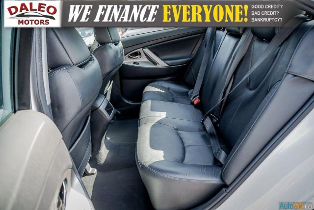 2010 Toyota Camry SE / LEATHER / MOONROOF / POWER SEATS / LOW KMS Photo12