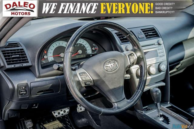 2010 Toyota Camry SE / LEATHER / MOONROOF / POWER SEATS / LOW KMS Photo16