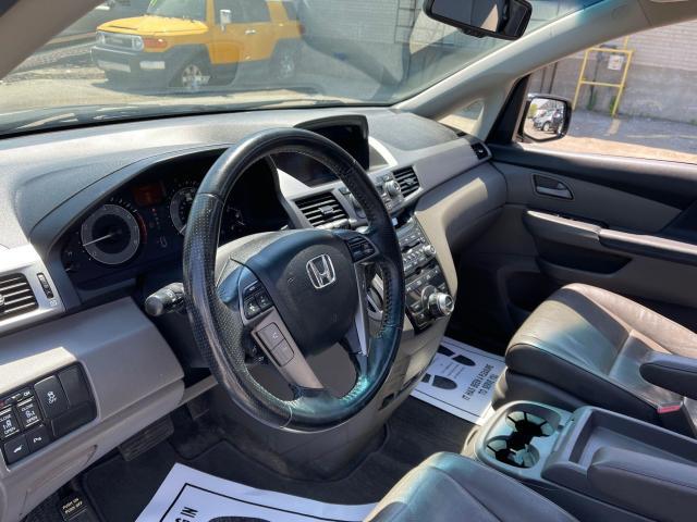 2012 Honda Odyssey Touring Navigation /DVD/Sunroof /Camera Photo13