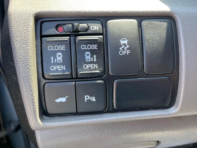 2012 Honda Odyssey Touring Navigation /DVD/Sunroof /Camera Photo14