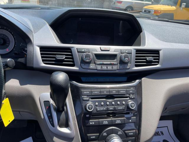 2012 Honda Odyssey Touring Navigation /DVD/Sunroof /Camera Photo16