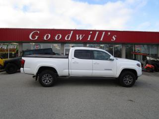 Used 2019 Toyota Tacoma SR5! CLEAN CARFAX! HARD TONNEAU COVER! for sale in Aylmer, ON