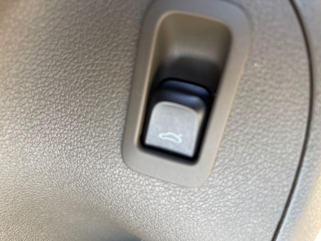 2012 Audi Q5 3.2L Premium  Plus Navigation /Panoramic Sunroof Photo18