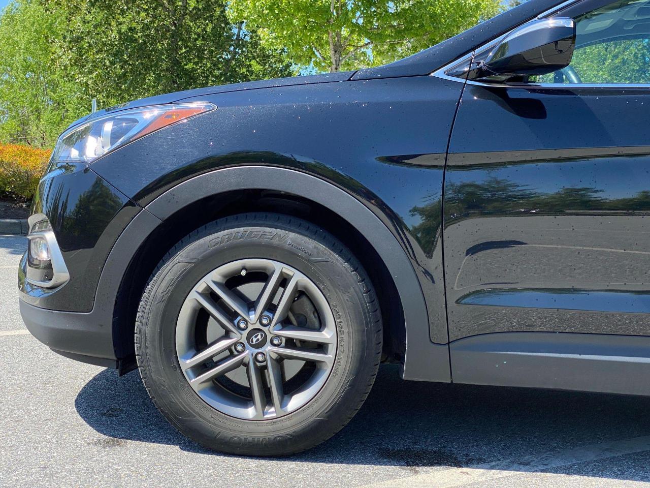 2017 Hyundai Santa Fe Sport SE Photo3