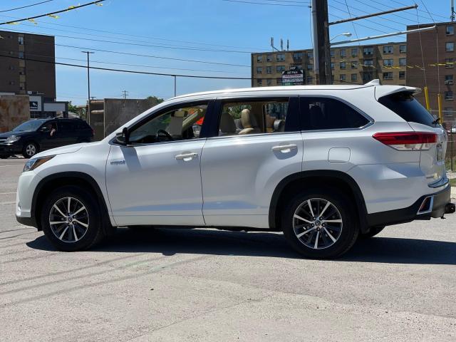 2017 Toyota Highlander Hybrid XLE Navigation /Sunroof /Leather /Camera Photo3