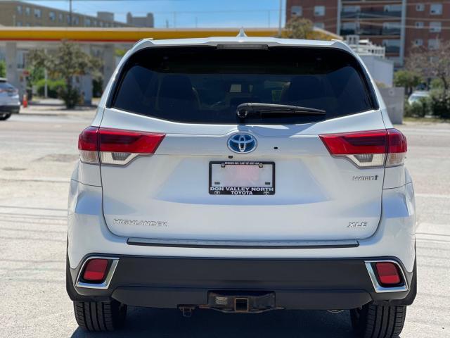 2017 Toyota Highlander Hybrid XLE Navigation /Sunroof /Leather /Camera Photo4