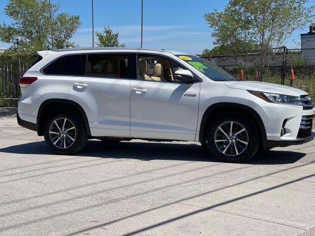 2017 Toyota Highlander Hybrid XLE Navigation /Sunroof /Leather /Camera Photo6