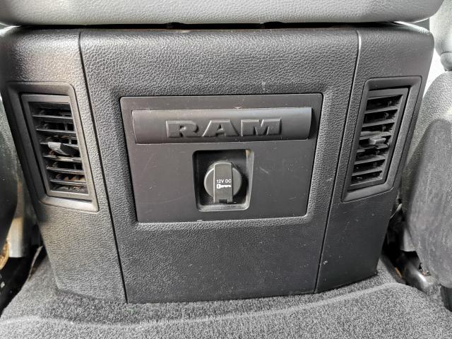 2015 RAM 1500 SLT Photo40