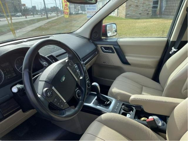 2013 Land Rover LR2 SE Panoramic Sunroof/Leather Photo13