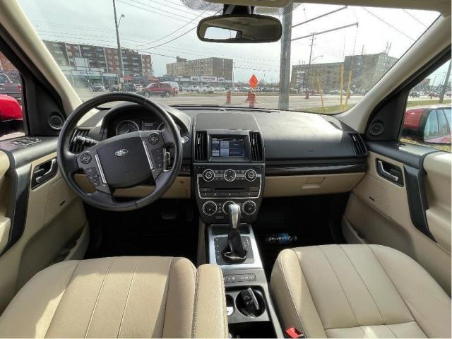 2013 Land Rover LR2 SE Panoramic Sunroof/Leather Photo14