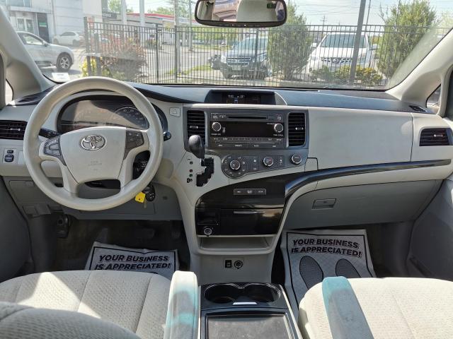 2012 Toyota Sienna LE Photo25