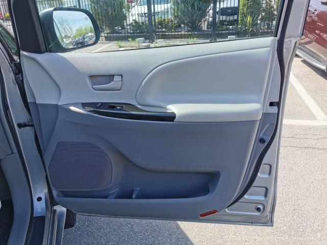 2012 Toyota Sienna LE Photo32