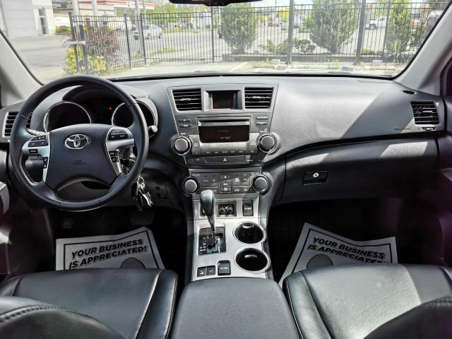 2013 Toyota Highlander 4WD Photo32