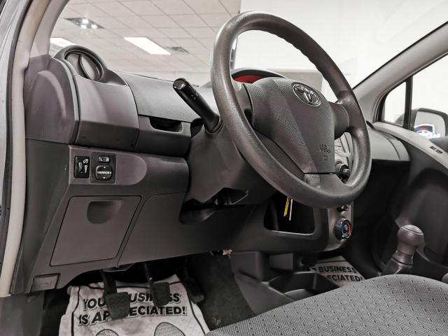 2010 Toyota Yaris 5dr Hatchback Photo8