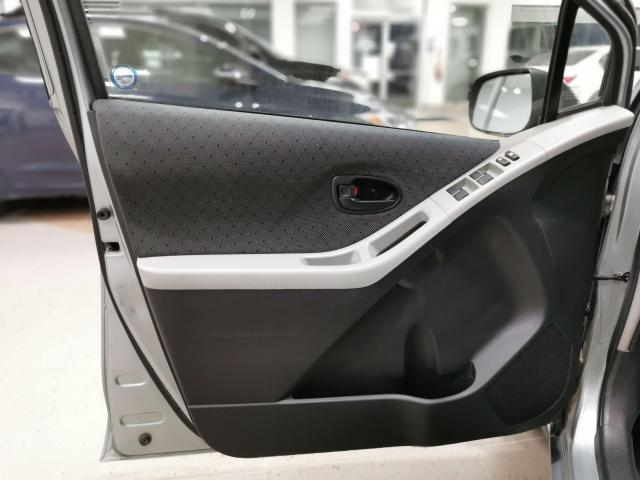 2010 Toyota Yaris 5dr Hatchback Photo9