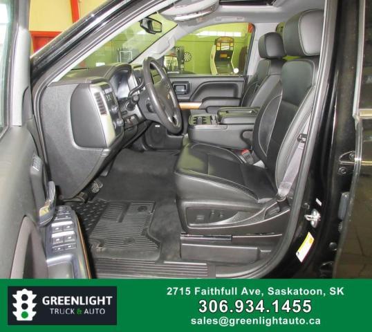 2017 Chevrolet Silverado 1500 LTZ Crew Cab 4WD Photo9