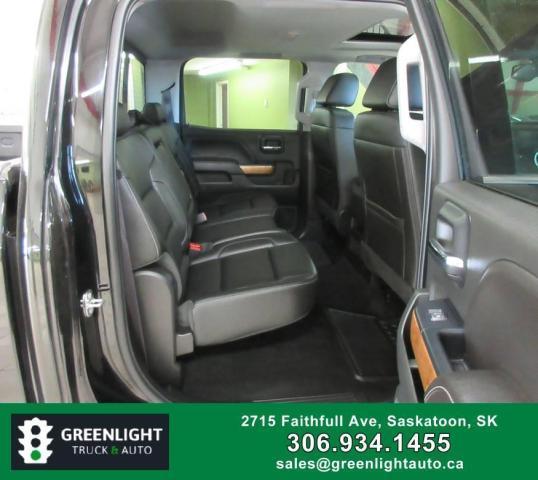 2017 Chevrolet Silverado 1500 LTZ Crew Cab 4WD Photo11