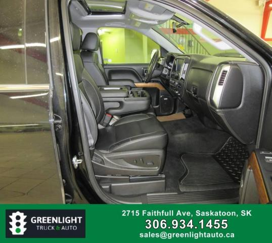 2017 Chevrolet Silverado 1500 LTZ Crew Cab 4WD Photo12