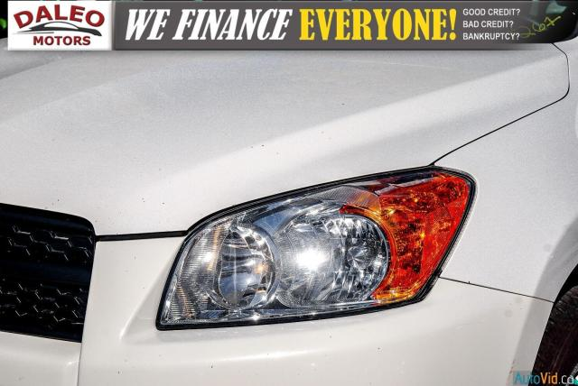 2011 Toyota RAV4 BASE / SUNROOF / ROOF RACK / Photo2
