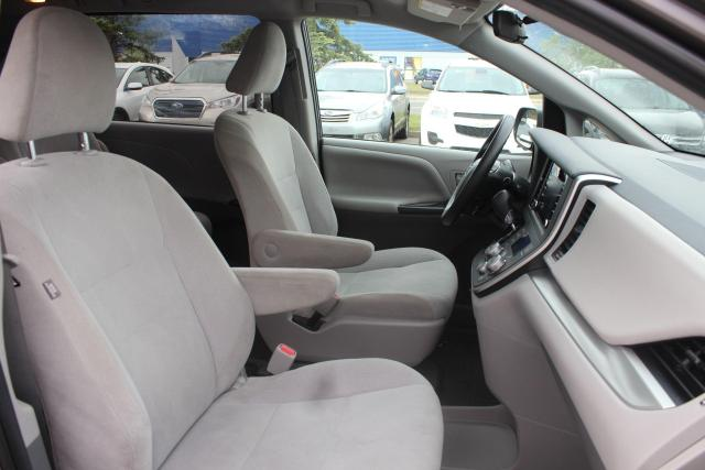 2020 Toyota Sienna CE Photo10