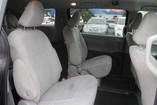 2020 Toyota Sienna CE Photo11