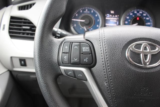 2020 Toyota Sienna CE Photo15