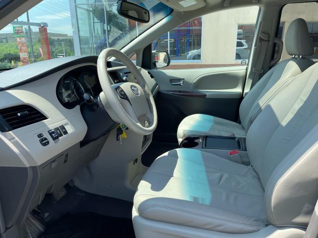 2011 Toyota Sienna XLE Leather/Sunroof /Camera/7 Pass Photo8