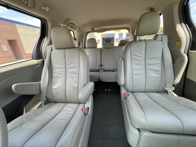 2011 Toyota Sienna XLE Leather/Sunroof /Camera/7 Pass Photo14