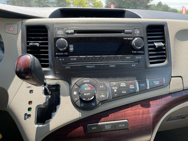 2011 Toyota Sienna XLE Leather/Sunroof /Camera/7 Pass Photo12