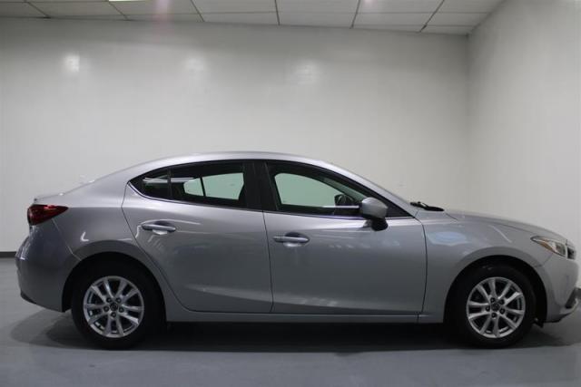 2015 Mazda MAZDA3 WE APPROVE ALL CREDIT.
