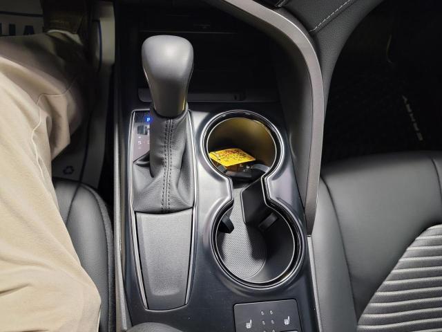 2020 Toyota Camry SE Photo16